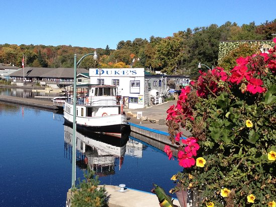 Peerless II at Port Carling ready for Fall Colour Cruise on Lake Muskoka.