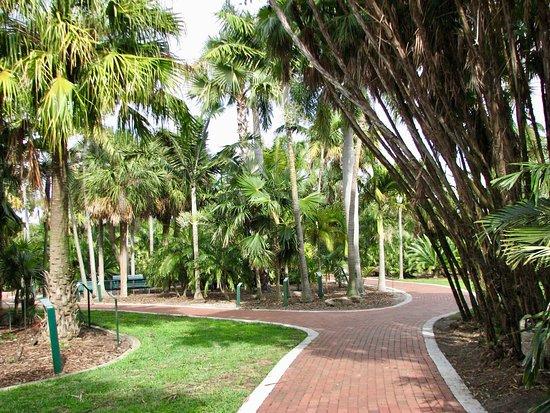Gizella Kopsick Arboretum: Walk