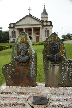 Igreja Matriz de Vale Vêneto: homenagem aos primeiros padres