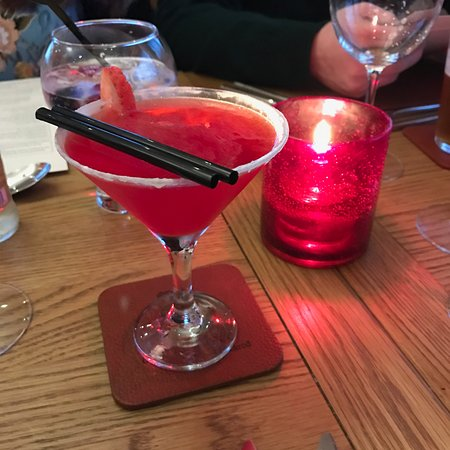 Blackrod, UK: Strawberry sherbert cocktail - yummy!