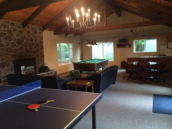 Gleneden Beach, OR: Enjoy an evening of billiards or ping pong.