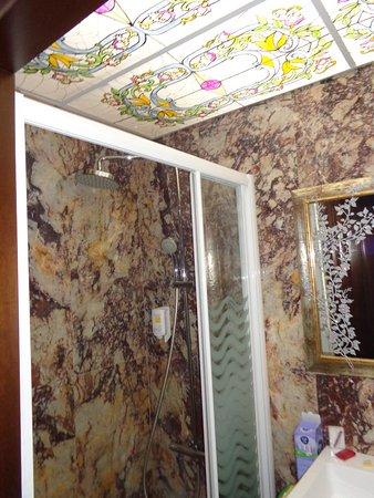 Hotel Spa Lithos: Amaxing bathroom