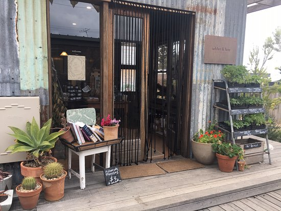 Kilcunda, Australia: Udder and Hoe courtyard and craft shop