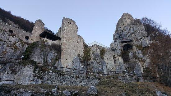 Isera, Italia: Castel Corno
