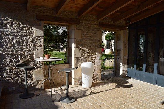 photo1.jpg - Picture of Un Banc au Soleil, Marsilly - TripAdvisor