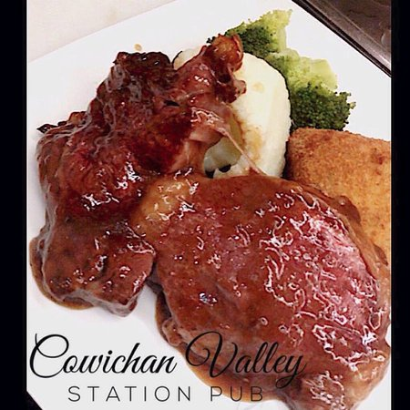 Duncan, Canadá: A glimpse at our famous Prime Rib!!! *Only Available Thursdays & Staurdays