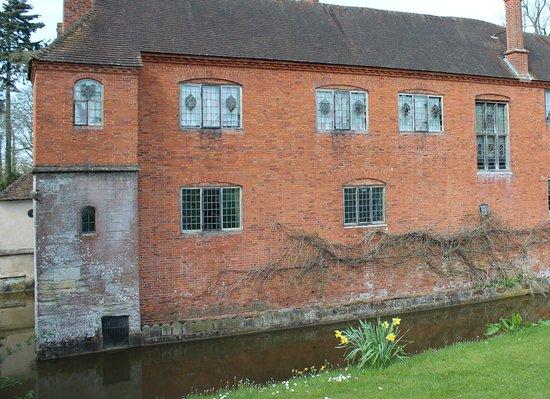 Lapworth, UK: This is the house taken from the side of the moat