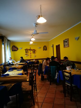 Pont-Saint-Martin, Italia: Osteria Lon Ch'a-I E