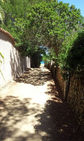 Murta Maria, Italy: vialetto per raggiungere la spiaggia