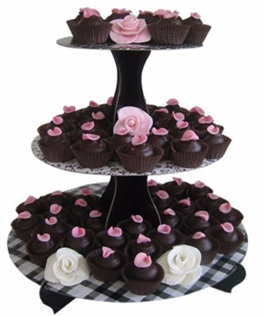 Nakusp, Canada: Rose petal truffles, wedding display.