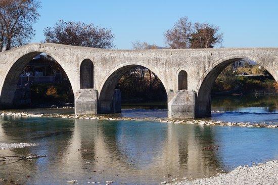 Περιοχή Άρτας, Ελλάδα: The old bridge of Arta