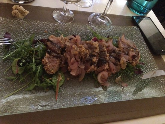 Istres, Frankrike: Café gourmand ; tagliatelle homar; thon en croûte de céréales ; pintade au foie gras