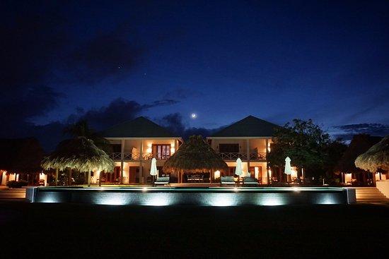 Victoria House: Infinity pool.