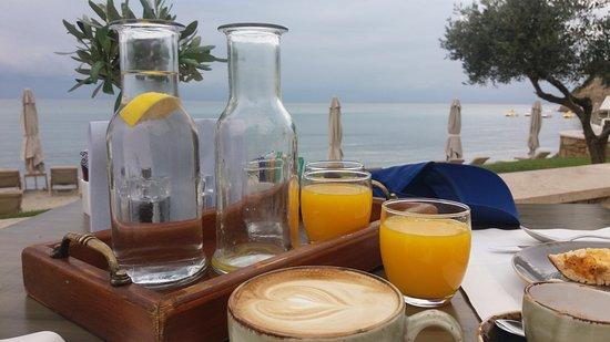 Sani Beach: Πρωϊνό στο  Ammos