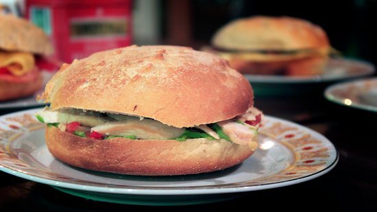 La Bolsa, Argentina: ¿Te gustan los sandwiches con pan casero?