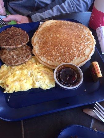 Mountain Village, Kolorado: Pancakes, eggs and sausage