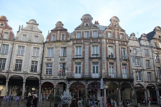 Arras, France: Maisons bordant la place