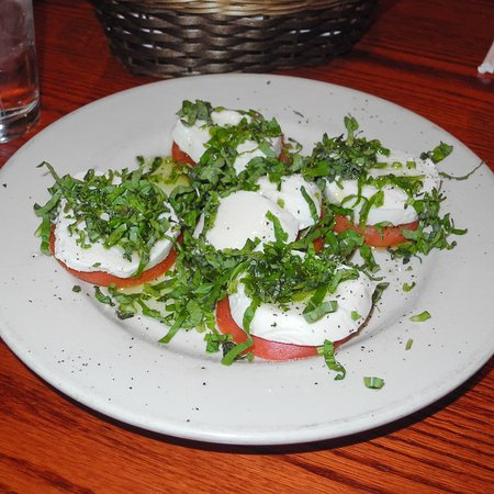 Lakeside, CA: Caprese salad with fresh tomato, mozzarella, basil