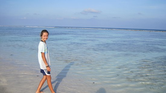 Hulhumale: lovely colours of the water along the beach