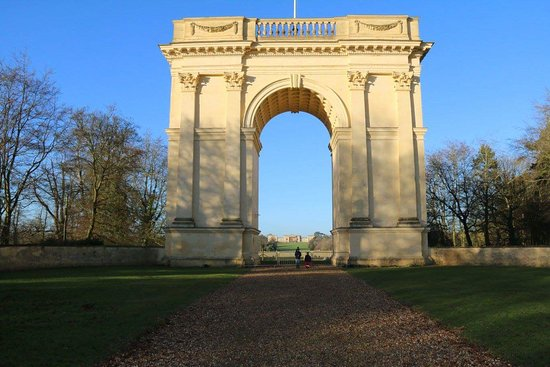 Buckingham, UK: This is what you'll be greeted by as you drive in
