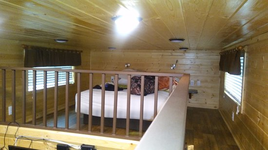 Flagstaff Grand Canyon KOA: Upstairs Area - low ceiling