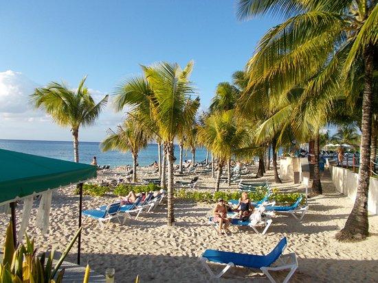 Royal Level at Occidental Cozumel: Beach area for Royal Club