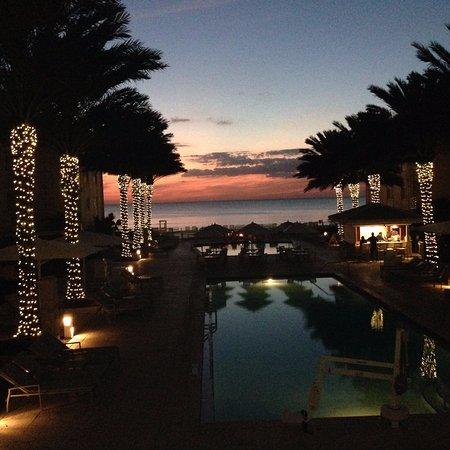 Edgewater Beach Hotel: Pool/Sunset view