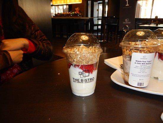 Courtyard Dunn Loring Fairfax : yogurt parfait