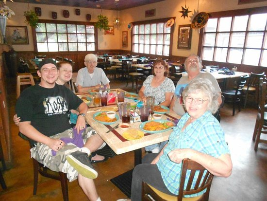 Helotes, TX: Taking the kids out for dinner before their move to Colorado.