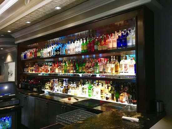 Los Alamitos, CA: The bar is beautiful & looks like one person's whole job is making sure nothing is out of place!