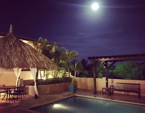 Amalia Boutique Hotel & Vacation Apartments : Full moon