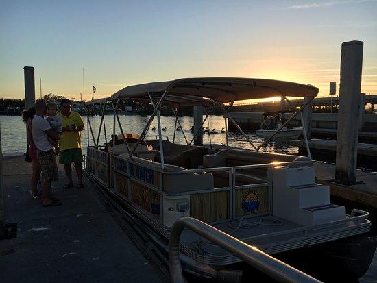 Φορτ Πιρς, Φλόριντα: This is the boat on the floating dock.