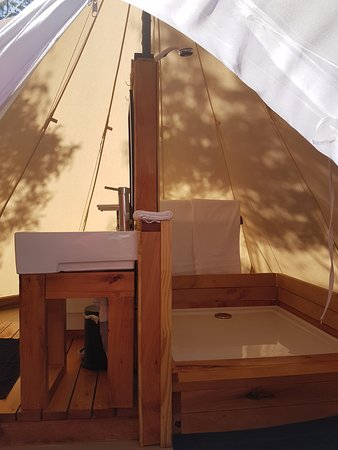 Clarence Point, Australia: Inside the bathroom tent