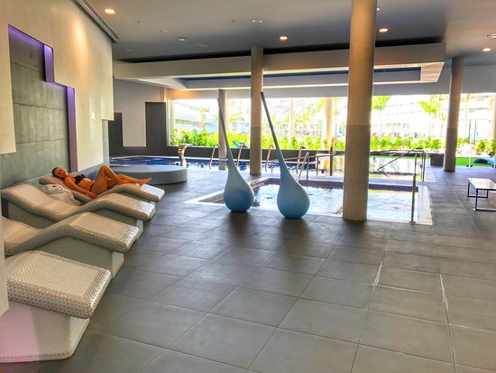Diferentes piscinas con chorros y jacuzzi exterior for Jacuzzi exterior puerto rico