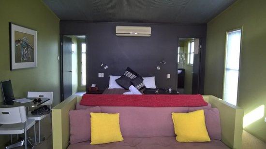 Severnlea, Australia: Bed and Sofa