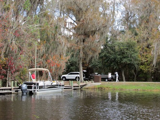 Sebring, FL: A pontoon boat awaits it's trailer