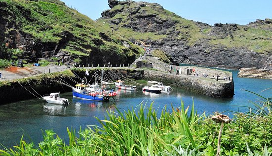 Boscastle, UK: The entrance to the harbor use to require the boats being bulled in by horses