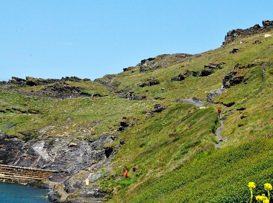 Boscastle, UK: The trains along the coast are too steep for me but make for a great view