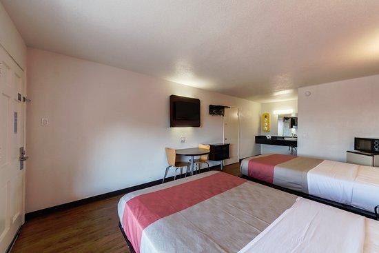 Motel 6 San Antonio Downtown - Riverwalk: DELUXE TWO BEDS
