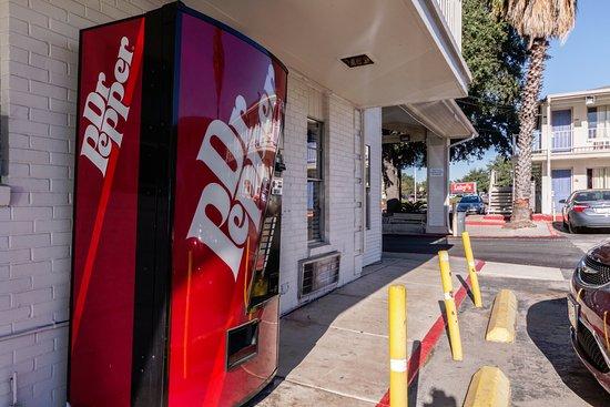 Motel 6 San Antonio Downtown - Riverwalk: WENDING MACHINE