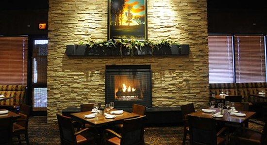 The Keg Steakhouse + Bar - South Edmonton Common: Fantastic decor and ambiance!