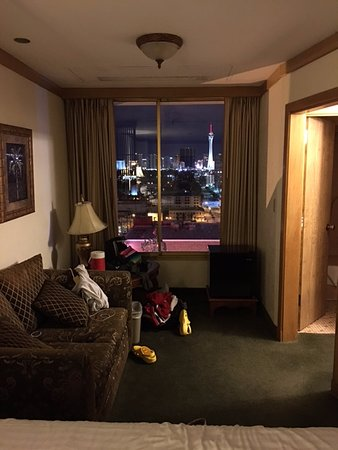 El Cortez Hotel & Casino: Small couch by window and great view.