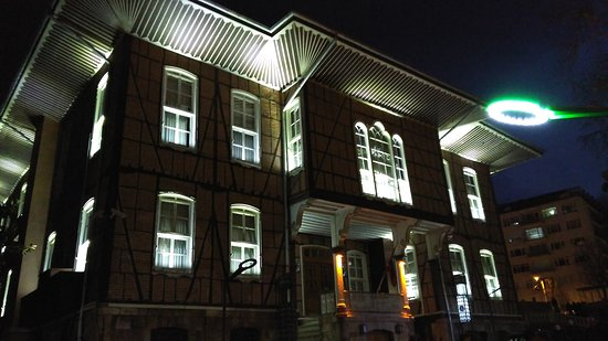 Bursa Town Hall : Bursa Ulucami,Orhan cami ve Kozahan ve  Hükümet Konağı aynı merkezde tarihi   iç içe bulunmaktad