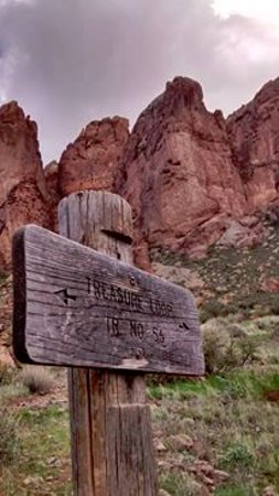 Lost Dutchman State Park: The trail I hiked.