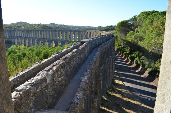 Tomar, Portugal: View of curve of aqueduct