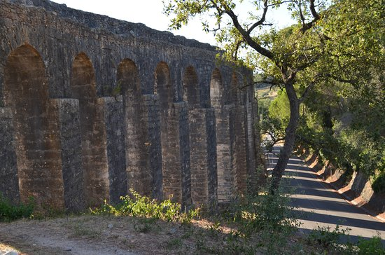 Tomar, Portugal: Aqueduct Up Close
