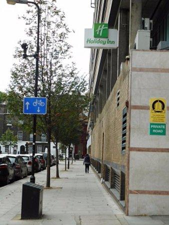Holiday Inn London Bloomsbury: 地下鉄の駅からすぐです。