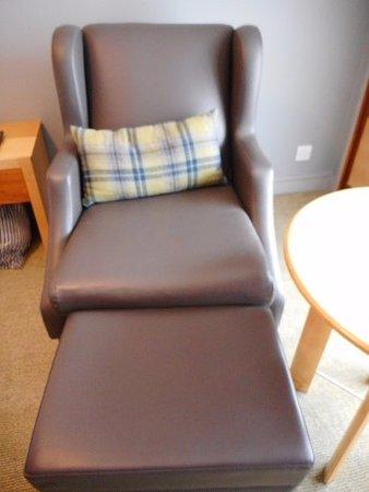 Holiday Inn London Bloomsbury: この椅子が座り心地が良くてテレビを見るのに最高でした。