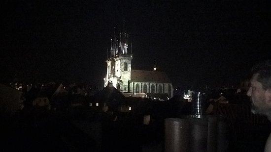 Residence Leon D'Oro: catredral de Tyn, idílica desde el balcon. para los fumadores excelente el balcon terraza.