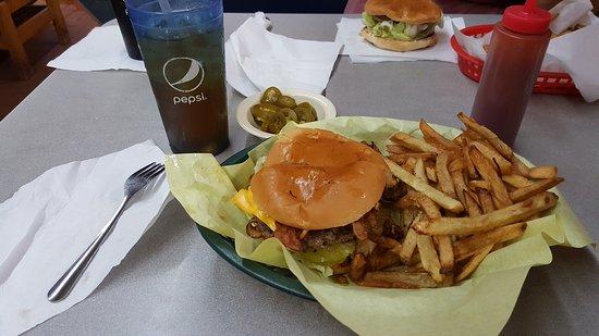 Weslaco, Teksas: Salazar's Burgers Y Mas